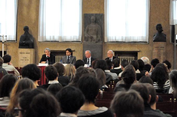 Tavolo dei relatori, da sinistra: Léonce Bekemans, Luciano di Fonzo, Luc Van den Brande e Antonio Papisca, Padova, Marzo 2012