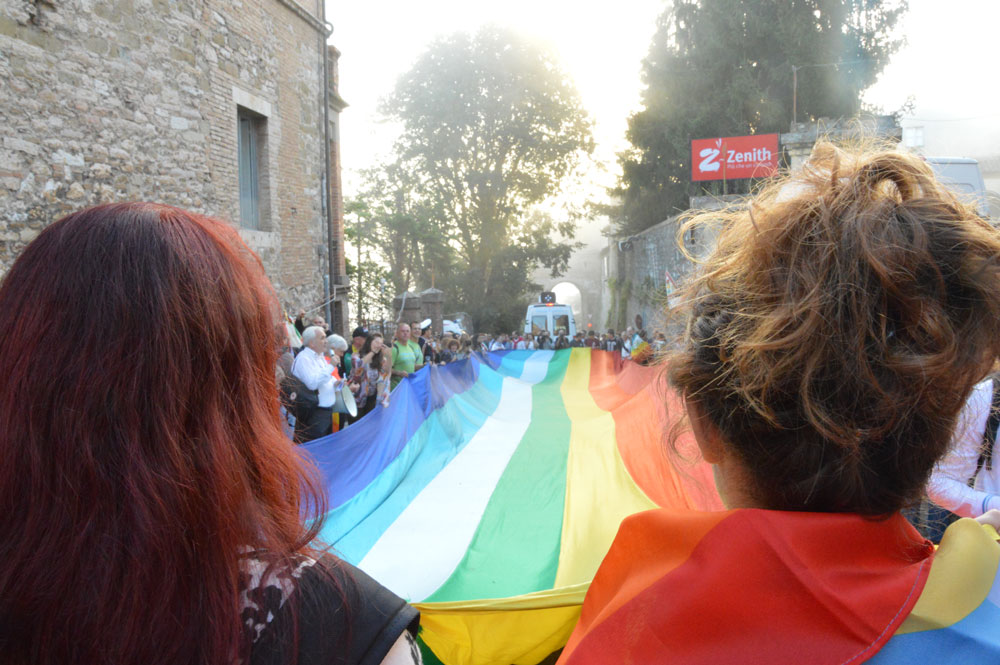 Studenti e volontari in servizio civile dell'Università di Padova ai Giardini del Frontone a Perugia, all'apertura della Marcia.