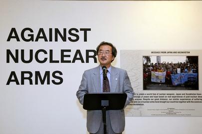 """Kiyotaka Akasaka, Sotto Segretario Generale per la Comunicazione e l'Informazione Pubblica, parla all'inaugurazione della mostra """"Against Nuclear Arms"""""""
