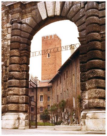 """Foto dell'ingresso del Teatro Olimpico di Vicenza, dove si è svolto il Convegno """"I diritti dell'uomo: promozione e formazione"""", 10-12 marzo 1983."""