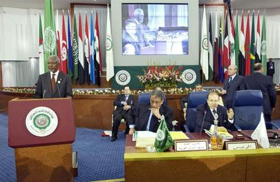 Secretary-General Kofi Annan (left) addressing the Summit of the League of Arab States, in Algiers. The Secretary-General visited Algeria to attend the Summit of the League of Arab States. Also present is Amre Moussa (center), Secretary-General of the Lea