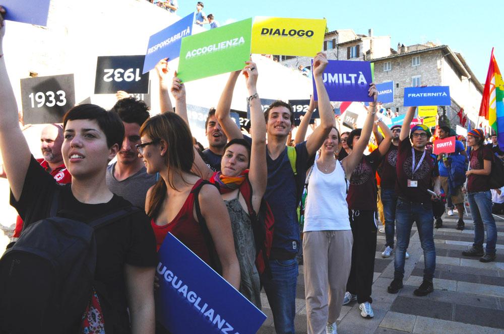 Un folto gruppo di studenti e volontari in servizio civile dell'Università di Padova hanno partecipato attivamente alla manifestazione e svolto un ruolo importante nella tappa centrale del percorso alla Basilica di San Francesco ad Assisi.