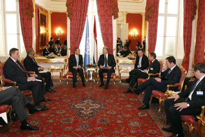 Il Segretario Generale incontra Pál Schmitt, Presidente delle Repubblica d'Ungheria nella stanza degli Specchi, Palazzo Sándor, a Budapest il 18 April 2011.