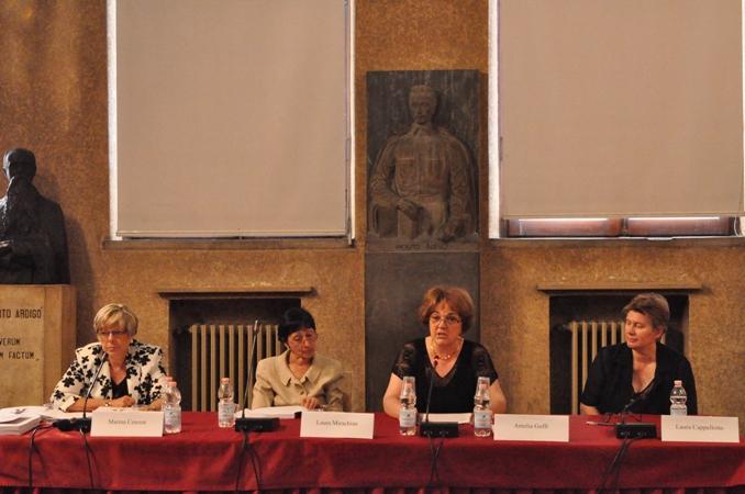 Cerimonia conclusiva del primo Corso di Alta Formazione, Università di Padova, 7 giugno 2010. Tavolo dei relatori, da sinistra: Marina Cenzon, Laura Mirachian, Amelia Goffi, Laura Cappellotto