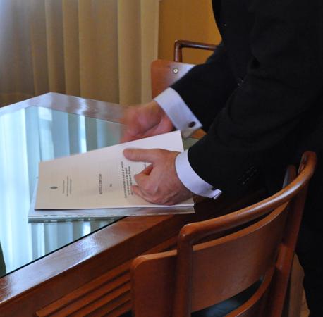 Sala del caminetto, Rettorato, Palazzo del Bo. Protocollo d'intesa tra il Centro diritti umani dell'Università degli Studi di Padova e il Coordinamento nazionale dei Difensori civici, per l'avvio l'attività dell'Istituto Italiano dell'Ombudsman.