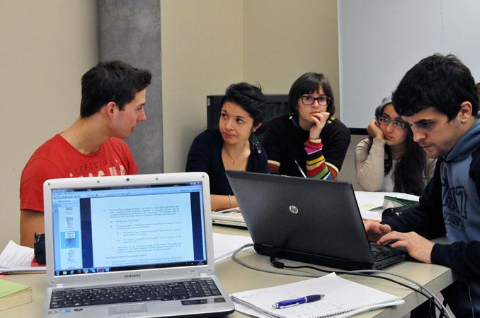 Gruppi di lavoro degli studenti del Corso di laurea in Scienze politiche, relazioni internazionali, diritti umani - Corso di Relazioni internazionali, prof. Marco Mascia, Università di Padova, 2013.