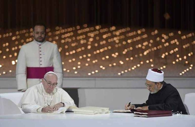 Papa Francesco e il Grande Imam di Al-Azhar, Ahmad Al-tayyeb firmano il documento sulla Fratellanza umana per la pace mondiale e la convivenza comune, 4 febbraio 2019