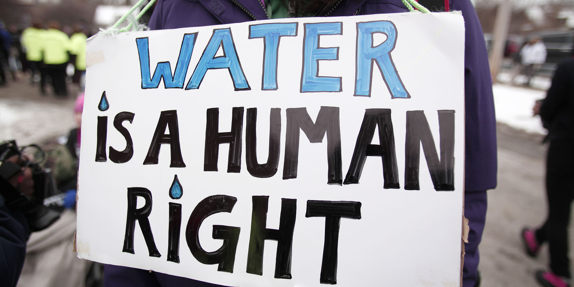 "Sign in which is written ""Water is a human rights""."