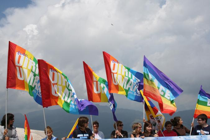 """Il Centro diritti umani sul Monte Verena (Altopiano di Asiago) all'insegna di """"The sad smoky mountains & skyscrapers – Tristi montagne e grattaceli fumanti"""" invocando """"tutti i diritti umani per tutti"""" e """"Tibet Libero"""", in concomitanza con l'apertura dei Giochi Olimpici a Pechino, 8 agosto 2008."""