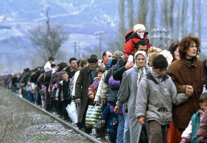 Un gruppo di rifugiati kossovari in fuga dal loro Paese, 1999