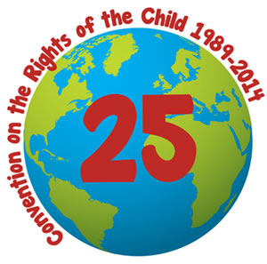 "sfondo bianco, mappamondo con al centro il numero 25 e attorno la scritta ""convention on the rights of the child 1989-2014"""