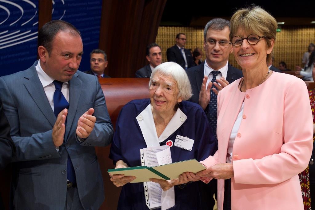 Consegna del premio Václav Hasel a Ludmilla Alexeeva, presso il Consiglio d'Europa
