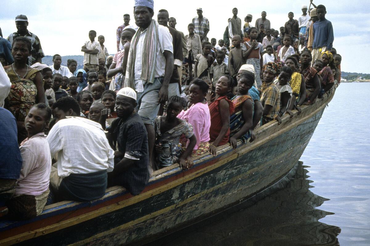 Refugees ship