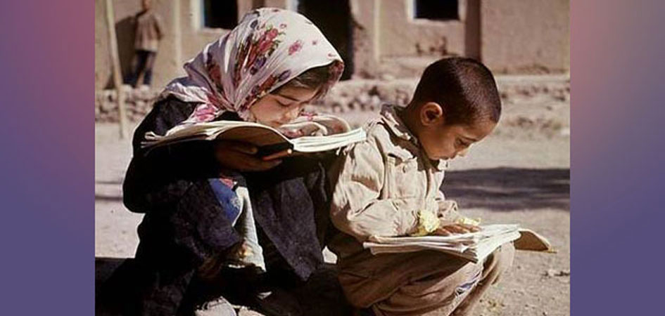 Two childs reading