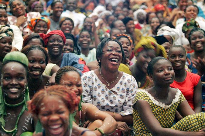 Un gruppo di donne in Costa d'Avorio che festeggiano la Giornata Internazionale della Donna