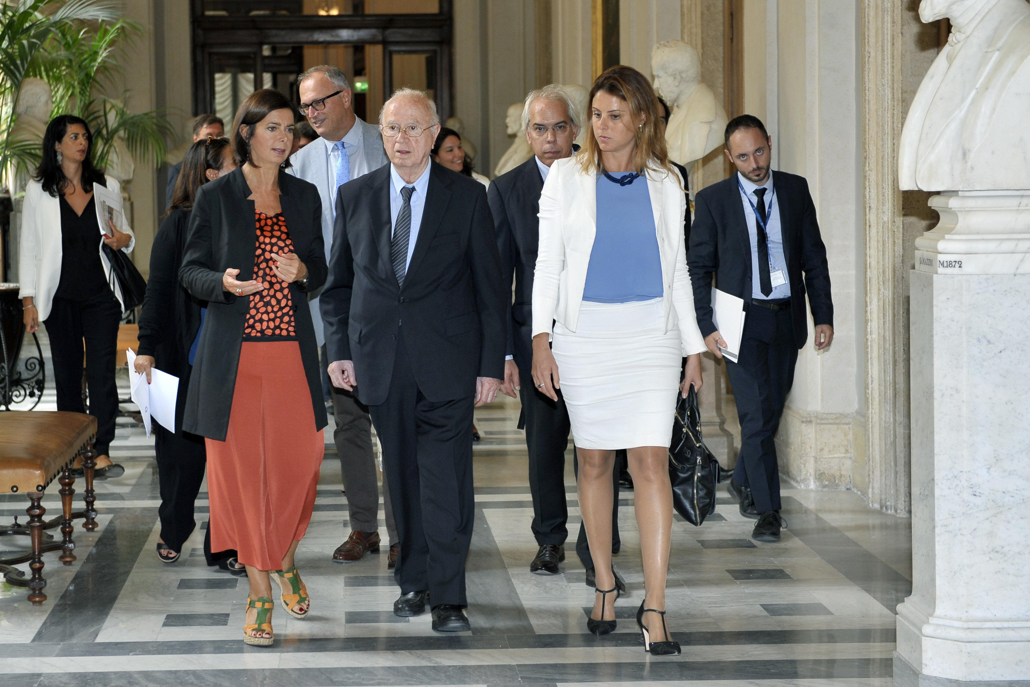 Presentazione Annuario italiano diritti umani 2015, Roma, 16 settembre 2015, la Presidente Boldrini, il Professor Papisca e l'onorevole Bueno