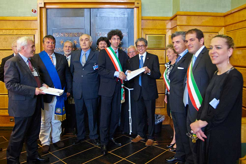 A delegation of representatives of Italian local authorities at the United Nations Human Rights Council for the international recognition of the human right to peace. Geneva, 23 june 2014.