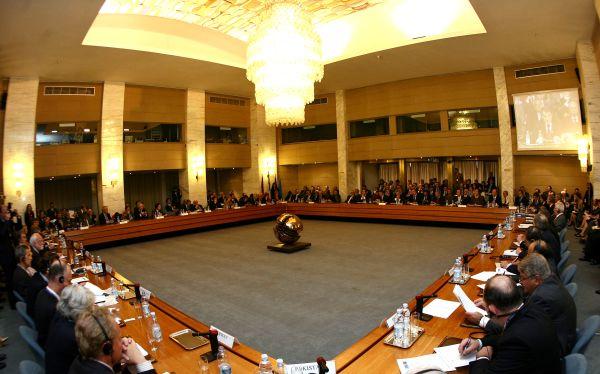 La sala delle Conferenze Internazionali alla Farnesina