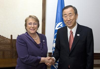 Il Segretario Generale Ban Ki-Moon (a destra) assieme al Presidente del Cile, Michelle Bachelet, a Roma nel 2009
