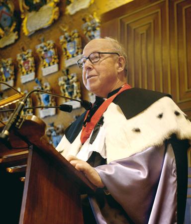 """Hans Blix, ex Direttore della Missione delle Nazioni Unite in Iraq, in occasione del conferimento della Laurea ad honorem in Scienze Politiche, Università di Padova, Aula Magna """"G. Galilei"""", 20 ottobre 2004"""
