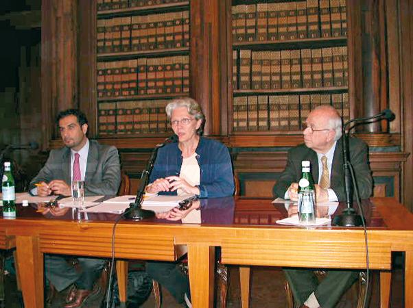 """Antonio Papisca, Marco Toscano Rivalta e Margareta Wahlstom  durante la conferenza """"Anno critico per le Nazioni Unite: riforma, Tsunami, crisi di credibilità"""", Padova, 2005."""