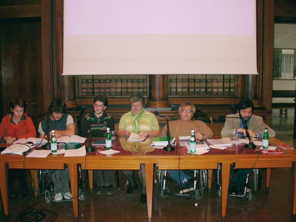 """Discussione degli elaborati finali del I Corso di aggiornamento universitario """"Diritti umani e disabilità. Gli strumenti di tutela delle istituzioni nazionali e internazionali"""", Padova, 2006."""