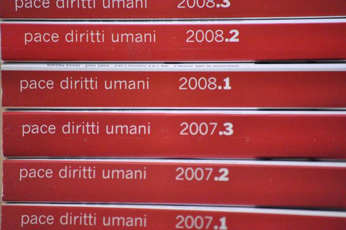Immagine dei volumi della Rivista Pace diritti umani - Peace human rights, pubblicata dal Centro Diritti Umani