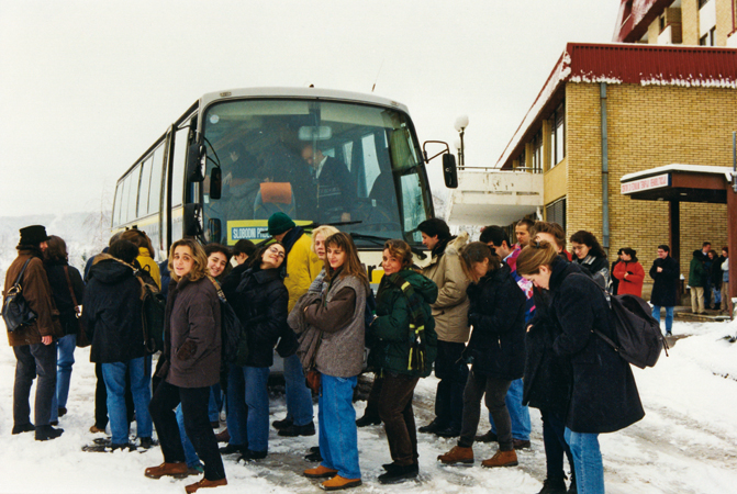 Students of the European Master in Human Rights and Democratization board a bus during a study trip in Bosnia Herzogovina (Sarajevo, 1998).