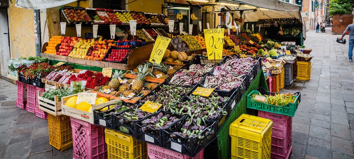 Mercato fresco locale a Venezia, Italia