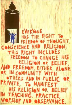 Poster con disegno e testo in lingua inglese dell'art. 18 della Dichiarazione universale dei diritti umani.