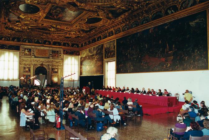 Cerimonia di inaugurazione dell'anno accademico 2001-2002 del Master Europeo in Diritti Umani e Democratizzazione, Sala dello Scrutinio di Palazzo Ducale, Venezia.