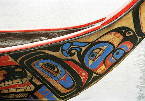 """Vista in dettaglio di """"Glwa"""", canoa degli indigeni Heiltsuk, Anno internazionale dei popoli indigeni del mondo, 1993"""