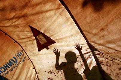 Sfollati interni, foto scattata dall'interno di una tenda dell'Agenzia UN per i rifugiati