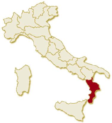 Carta geografica politica dell'Italia, suddivisa nelle 20 regioni, su sfondo chiaro con evidenziata in rosso l'area del territorio della Regione Calabria.