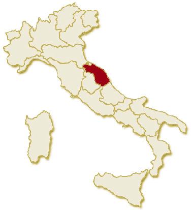Carta geografica politica dell'Italia, suddivisa con i confini delle 20 regioni, su sfondo chiaro con evidenziata in rosso l'area del territorio della Regione Marche.