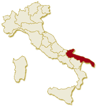 Carta geografica politica dell'Italia, suddivisa con i confini delle 20 regioni, su sfondo chiaro con evidenziata in rosso l'area del territorio della Regione Puglia.