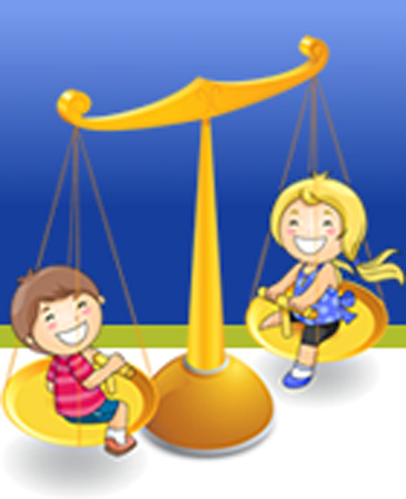 Due bambini che giocano in una bilancia