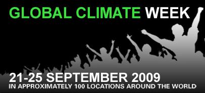 """Logo ufficiale della campagna sul cambiamento climatico 2009; raffigura delle persone con le braccia alzate, con la scritta verde """"Global Climate Week""""."""