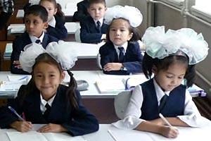 Classe di bambini in una scuola di lingua minoritaria Uighur in Almaty, Kazakhstan, 2009