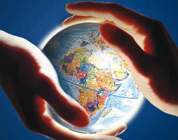 Logo per le attività in materia di cooperazione allo svilupopo della Regione Veneto; due mani sorreggono un globo illuminato.