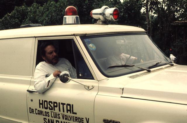 Personale medico all'interno di un'ambulanza, Costarica.
