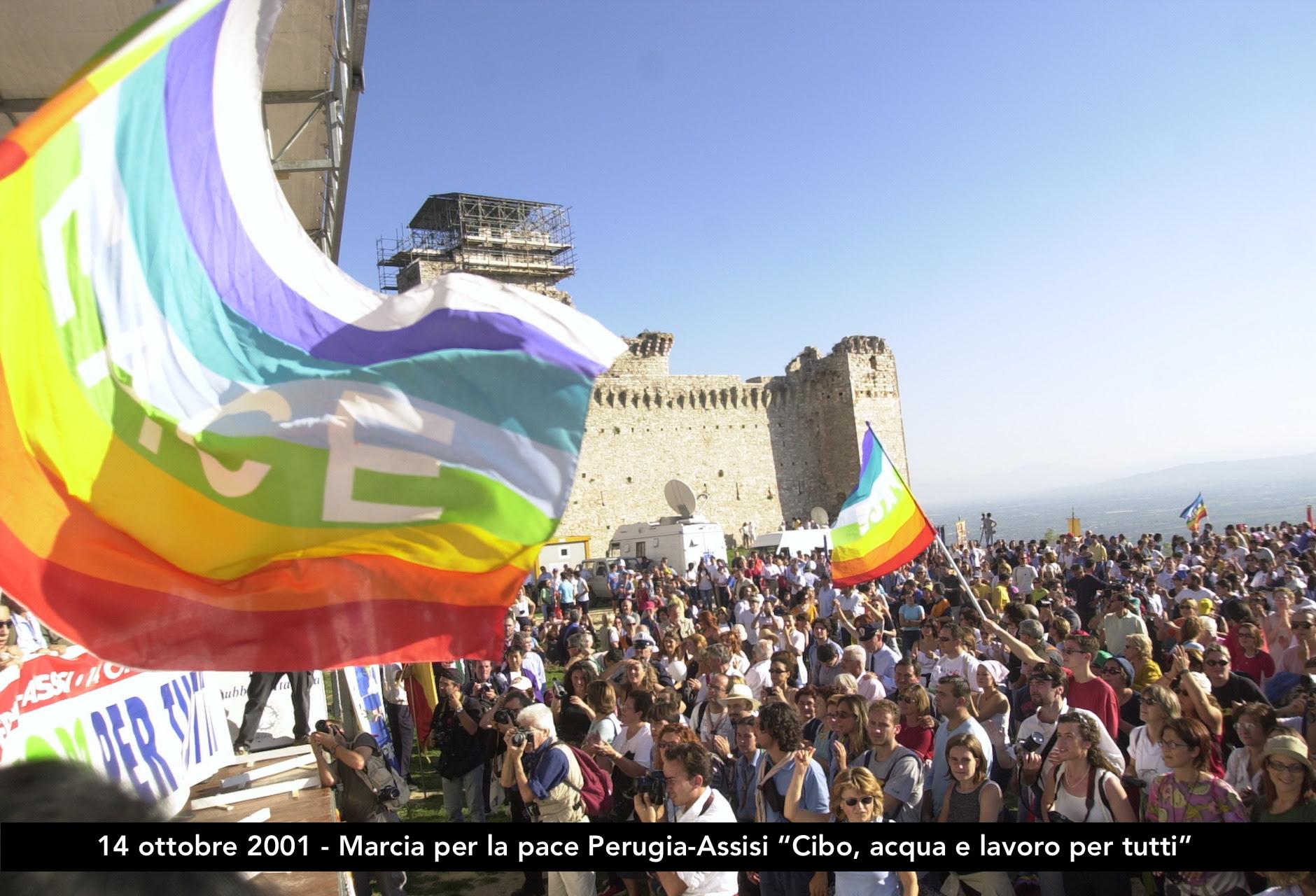 """14 ottobre 2001, Marcia per la pace Perugia-Assisi """"Cibo, acqua e lavoro per tutti"""""""