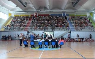 """Consegna del """"Certificato di Cittadinanza Plurale e Inclusiva"""" a 53 bambine e bambini del Comune di Salzano, 4 giugno 2015"""