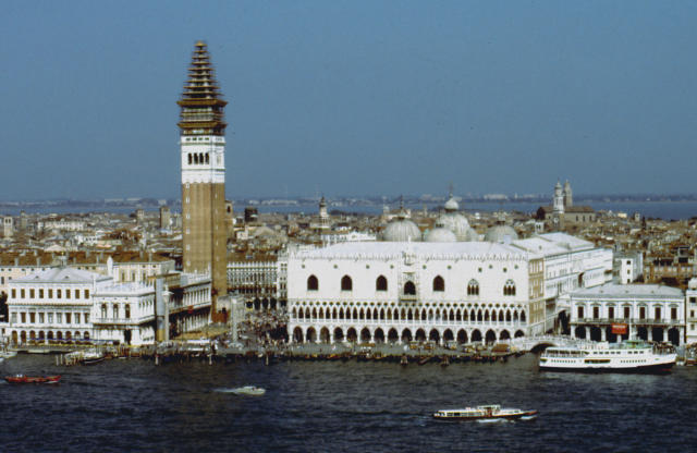 Vista di Palazzo Ducale e dell campanile di San Marco, Venezia. La città è stata dichiarata Patrimonio mondiale dell'umanità UNESCO.
