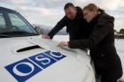La squadra di monitoraggio dell'OSCE durante una missione sul campo lungo il confine nord nella regione Tetoyo, 15 marzo 2010