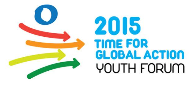"""sfondo bianco, a sinistra un cerchio azzurro e quattro frecce colorate che puntano verso la scritta a destra """"2015 tempo per un'azione mondiale, forum dei giovani"""""""