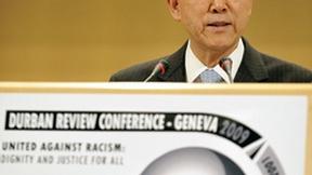 Il Segretario Generale delle Nazioni Unite inaugura i lavori della Conferenza di revisione di Durban tenutasi a Ginevra nel 2009. La Conferenza è stata realizzata per valutare e accelerare l'applicazione delle misure adottate dalla Conferenza mondiale contro il razzismo, la discriminazione razziale, la xenofobia e l'intolleranza, svoltasi a Durban (Sud Africa) nel 2001.