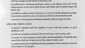 Foto del Preambolo della Carta delle Nazioni Unite, documento originale.