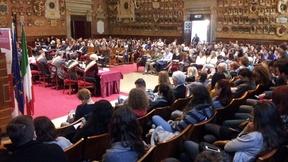 """Giornata internazionale dei diritti umani 2014, Abbiamo Diritto alla Pace: il pubblico nell'Aula Magna """"Galileo Galilei!"""" dell'Università di Padova, 10 dicembre 2014."""