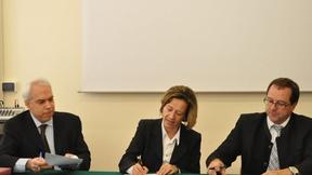 Da sinistra: Marco Mascia, Direttore del Centro diritti umani, Burgi Volgger, Presidente dell'EOI, Josef Siegele, Segretario generale dell'EOI